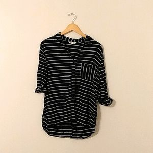 Beachlunchlounge Large navy striped button up